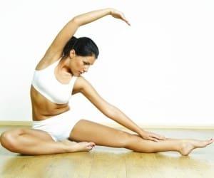 Перед любой тренировкой нужно хорошо размять тело, чтобы избежать травм и растяжений