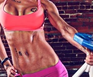 Кардиотренировки и правильное питание позволят сделать животик плоским