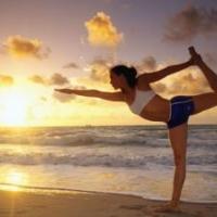 http://stroy-telo.com/domashnij-trening/stretching/kompleks-uprazhnenij-dlya-utrennej-zaryadki.html
