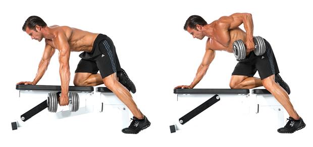 Выполняя такую тягу, как и в предыдущем упражнении, необходимо следить за спиной