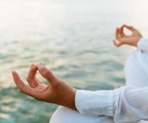 Если у вас есть не только указанные противопоказания, но и сильное желание попробовать йогу, то сначала проконсультируйтесь у вашего доктора